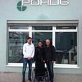 Die Fa. Pohlig in Traunstein spendet einen Rollstuhl für Reshma