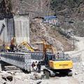 Die Brücke nach Tatopani wird wieder gebaut!